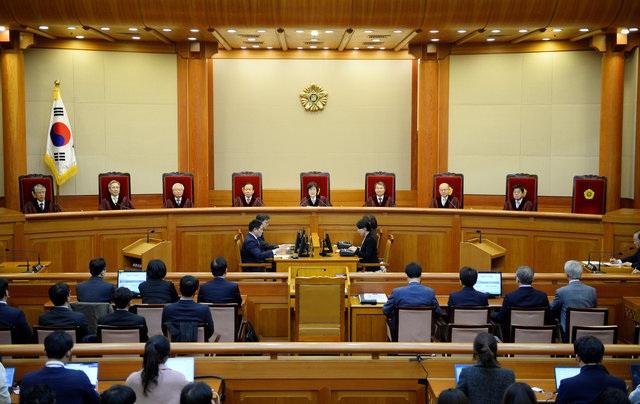 8 thẩm phán Tòa án Hiến pháp đã phê chuẩn việc luận tội và phế truất Tổng thống Park Geun-Hye. (Ảnh: Reuters)
