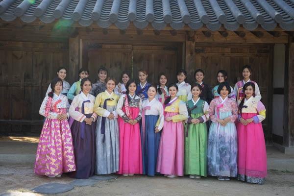Top 18 được mặc trang phục truyền thống của Hàn Quốc