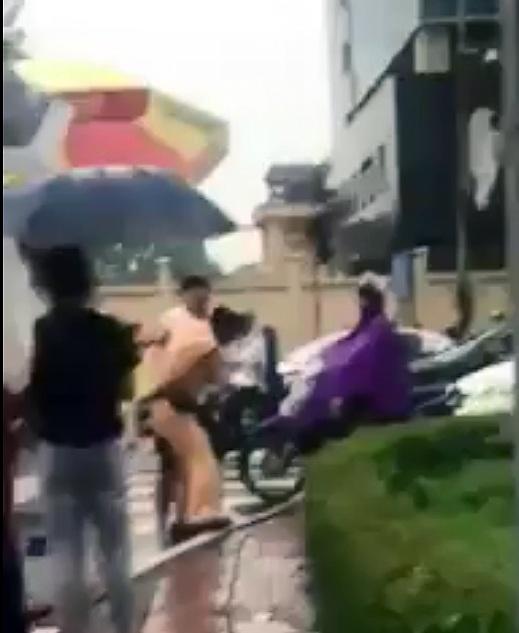 Nguyễn Hữu Đạt chống đối, hành hung CSGT.