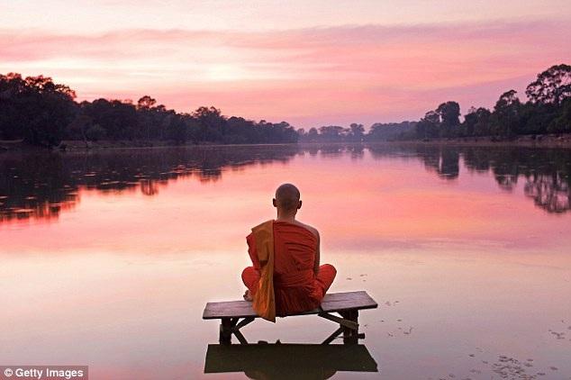 Sư thầy Haemin Sunim cho rằng bí quyết của hạnh phúc là sống chậm lại