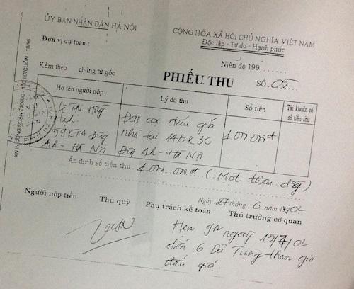 Trúng đấu và và nộp tiền từ hơn 10 năm trước, bà Lê Thị Hồng Hạnh vẫn chưa được bàn giao tài sản.