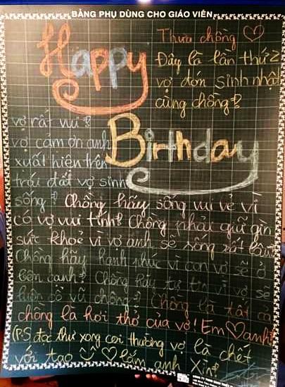 Và đây là tấm bảng được Hari sáng tác để gây ấn tượng và bất ngờ dành cho chồng được chia sẻ trong ngày sinh nhật của nam danh hài