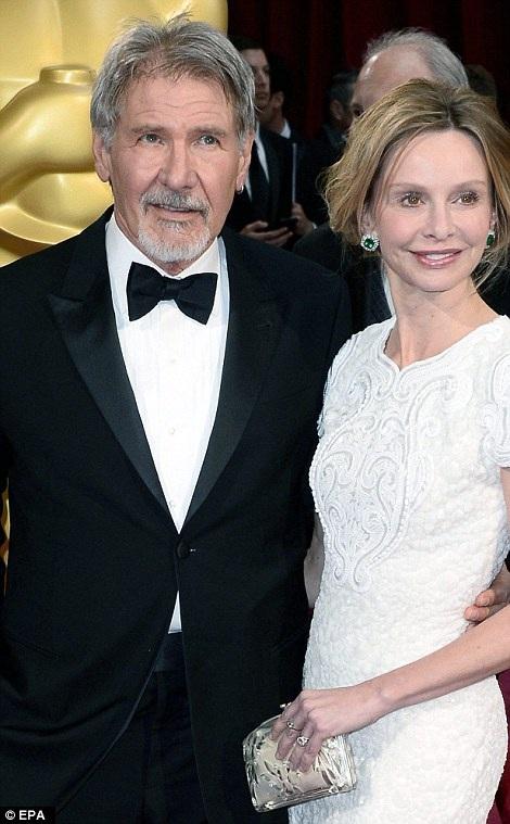 Nam tài tử Harrison Ford (trái) và vợ - nữ diễn viên Calista Flockhard (phải) xuất hiện tại lễ trao giải Oscar 2014.
