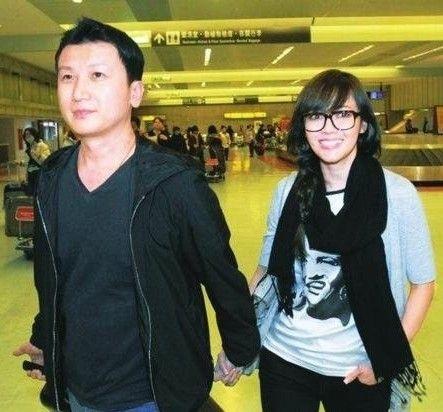 Hầu Bội Sâm và chồng, doanh nhân Ken Huang, có cuộc sống viên mãn đáng ngưỡng mộ.
