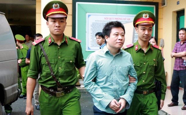 Hàng loạt sai phạm tại Oceanbank khiến PVN mất trắng 800 tỷ đồng; Hà Văn Thắm - cựu Chủ tịch HĐQT ngân hàng này lĩnh án tù chung thân.