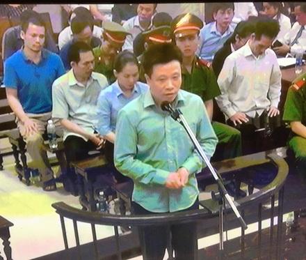 Bị cáo Hà Văn Thắm trong phiên xử sáng nay (8/9)