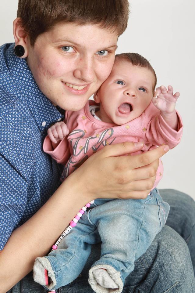 Hayden Cross đã phải nhận vô số lời đe dọa từ sau khi sinh con gái Trinity-Leigh
