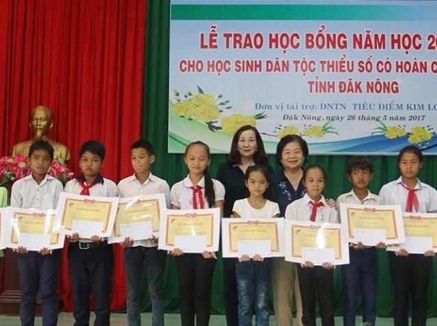 65 suất học bổng Vừ A Dính trao tặng đến học sinh dân tộc thiểu số Đắk Nông