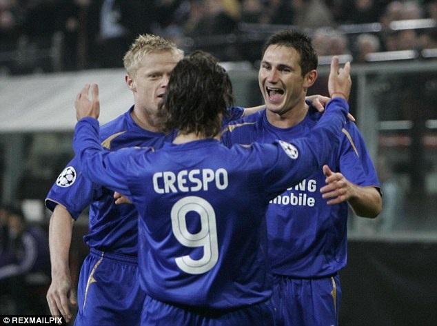 Hernan Crespo (giữa)