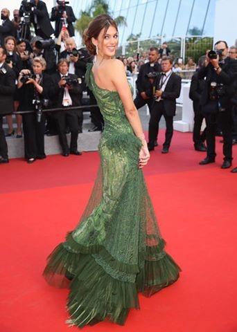 Trước đó, Iris cũng có mặt tại một vài buổi công chiếu phim tại LHP Cannes.