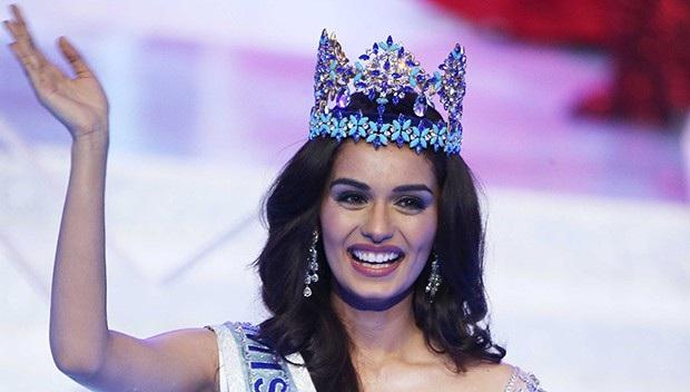 Manushi Chhillar, 20 tuổi, đăng quang ngôi vị Hoa hậu Thế giới 2017 khi cuộc thi được tổ chức tại Tam Á, Trung Quốc vào tháng 11/2017. Cô là người đẹp thứ 6 của Ấn Độ giành chiến thắng tại cuộc thi Hoa hậu Thế giới.