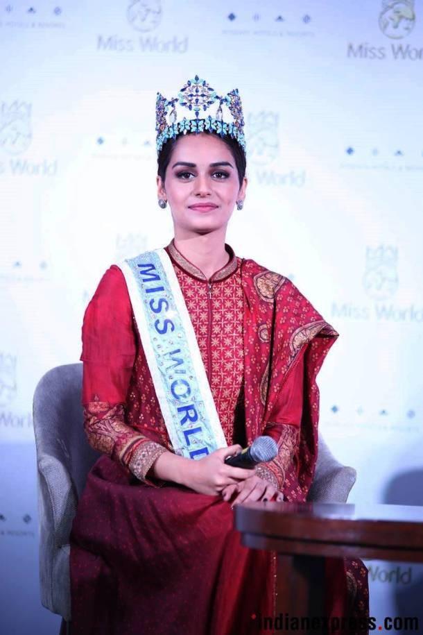Manushi Chhillar đang là một người mẫu kiêm sinh viên ngành y tại Ấn Độ trước khi giành vương miện Hoa hậu Thế giới 2017.