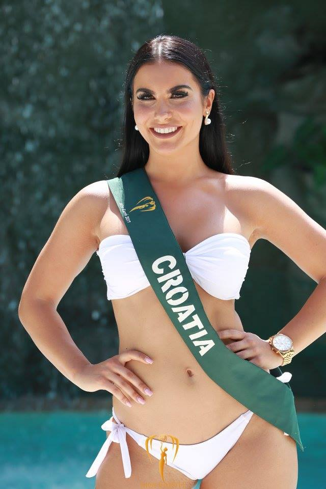 Mãn nhãn với phần trình diễn áo tắm của Hoa hậu Trái đất 2017 - 18