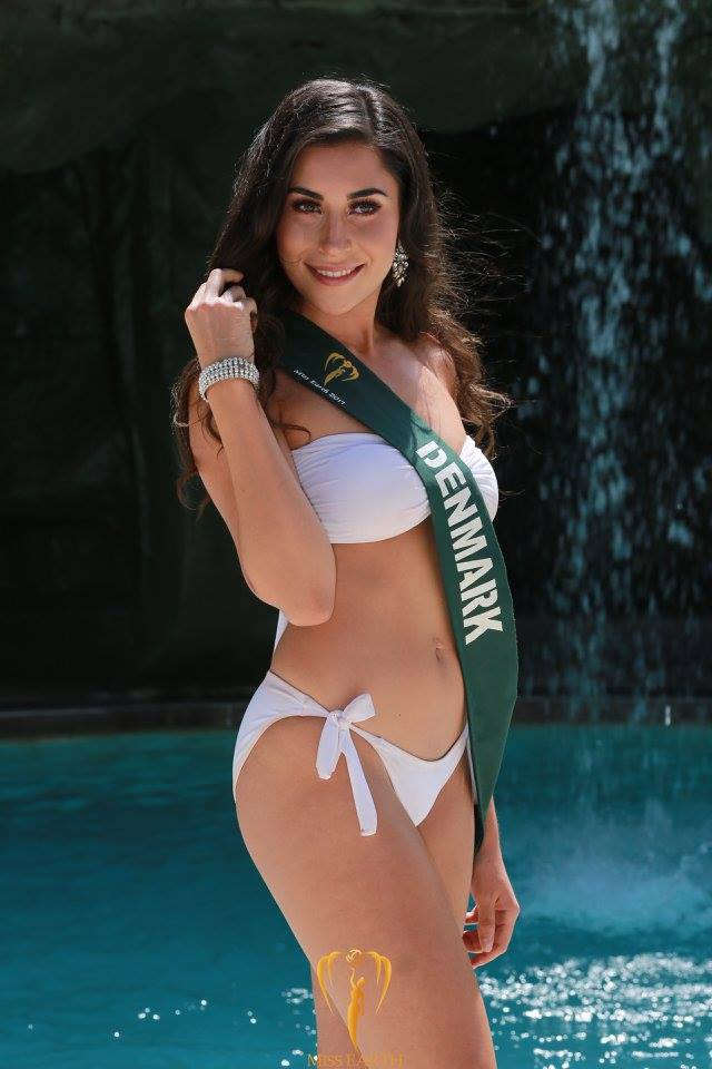 Mãn nhãn với phần trình diễn áo tắm của Hoa hậu Trái đất 2017 - 22