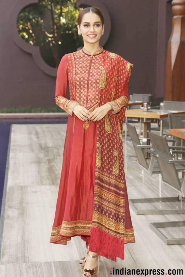 Sau khi đăng quang, Manushi Chhillar đã thực hiện một số công việc theo sự hướng dẫn của tổ chức hoa hậu thế giới. Cuối tháng 11/2017, cô được về Ấn Độ và tham gia một số sự kiện tại đây.