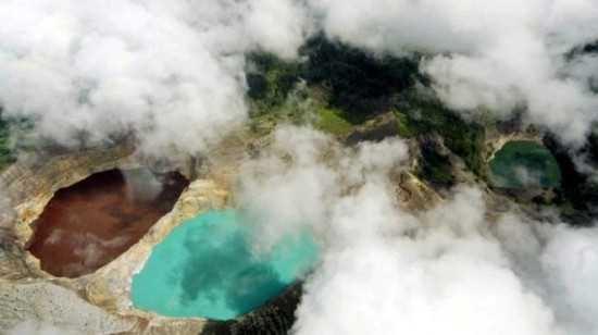 Ba hồ nước đổi màu bí ẩn này là hiện tượng lạ thu hút nhều khách du lịch.