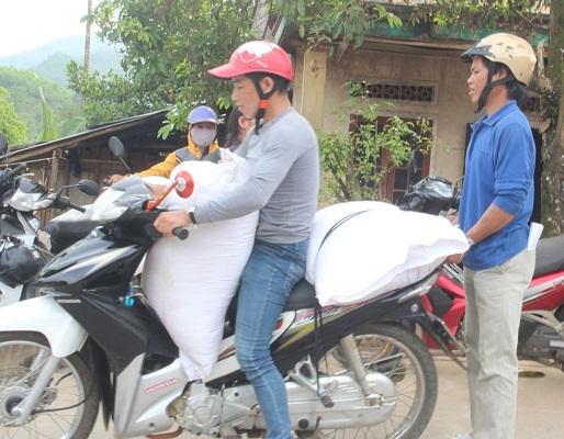 Tỉnh Quảng Ngãi cấp phát 448,8 tấn gạo cho học sinh ở địa bàn đặc biệt khó khăn.