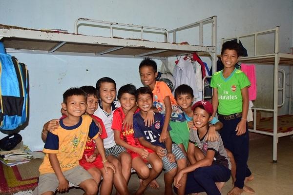 Do điều kiện khó khăn nên hiện chỉ có 230 học sinh của huyện Sơn Tây (tỉnh Quảng Ngãi) được ở bán trú.