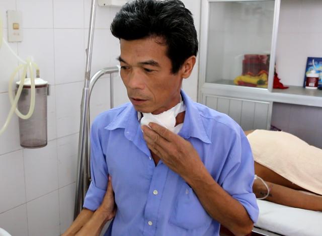 Anh Quang bị ung thư thanh quản, đã phẫu thuật, nhưng không có tiền điều trị tiếp