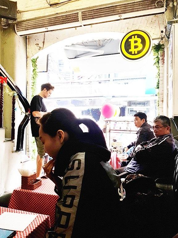 Nhiều sinh viên, công chức tham gia mua bán Bitcoin vì nghĩ đây là hình thức làm giàu nhanh.