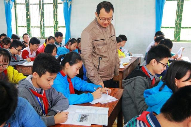 Các giáo viên trên địa bàn tỉnh Ninh Bình luôn nỗ lực vượt khó để giảng dạy đưa ngành giáo dục đạt được nhiều thành công (ảnh: Thái Bá)