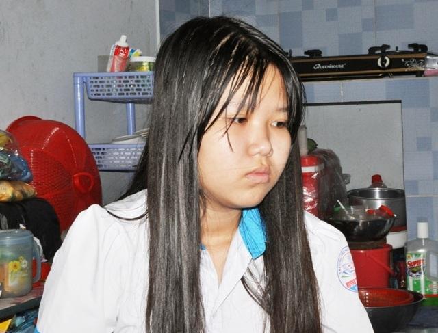 Gia cảnh hết sức bi đát, chị gái đã phải bỏ học đi làm kiếm tiền phụ gia đình. Còn cháu Vân Anh cũng đang tính sẽ nghỉ học, khiến tương lai của cháu trở nên mịt mờ ở phía trước.