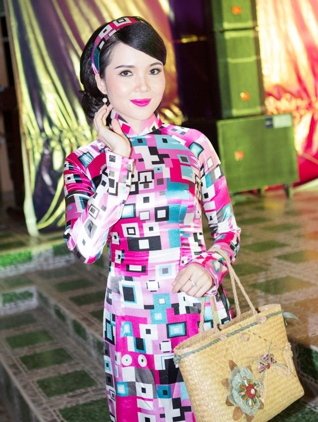 Hoa khôi Huỳnh Thúy Vi gửi lời chúc mừng Ngày Nhà giáo Việt Nam - 4