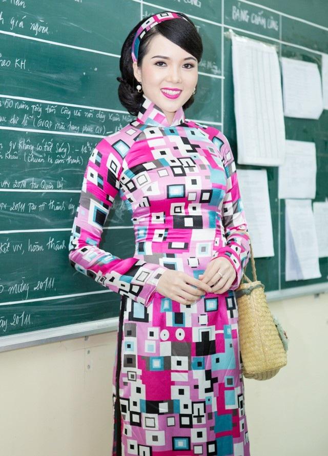 Hoa khôi Huỳnh Thúy Vi gửi lời chúc mừng Ngày Nhà giáo Việt Nam - 5
