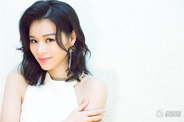 Cô lập gia đình với một doanh nhân người Philippines vào tháng 12/2015. Sau đám cưới, người đẹp sống khép kín hơn và ít tham gia các hoạt động của làng giải trí.