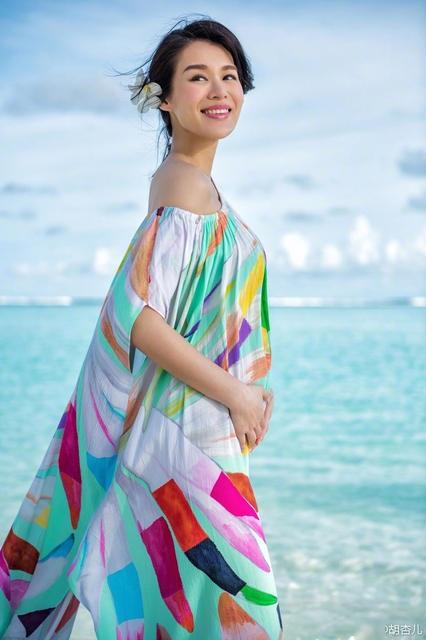 Nụ cười rạng ngời của cựu á hậu Hồng Kông khi mang thai lần đầu ở tuổi 37.