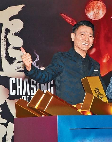 Ngày 26/9, Lưu Đức Hoa tham dự buổi ra mắt bộ phim mới tại Hồng Kông. Đây là lần đầu tiên Lưu Đức Hoa xuất hiện tại một sự kiện sau tai nạn bất ngờ tái Thái Lan khiến anh phải vội vàng về Hồng Kông phẫu thuật và phải nằm bất động một thời gian.