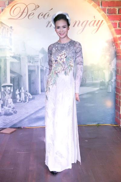Tham gia chương trình thời trang áo dài và dạ hội còn có Hoa hậu Phụ nữ Việt Nam Bảo Ngọc.
