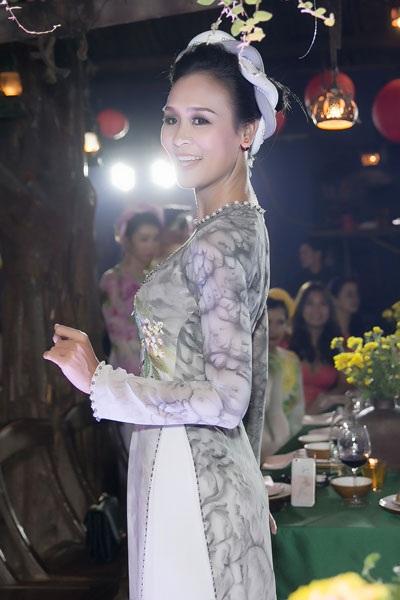 Bảo Ngọc có chiều cao và phong cách trình diễn vô cùng cuốn hút.
