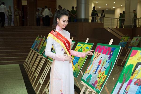 Hoa hậu Biển Thùy Trang tham gia rất nhiều hoạt động của chương trình.