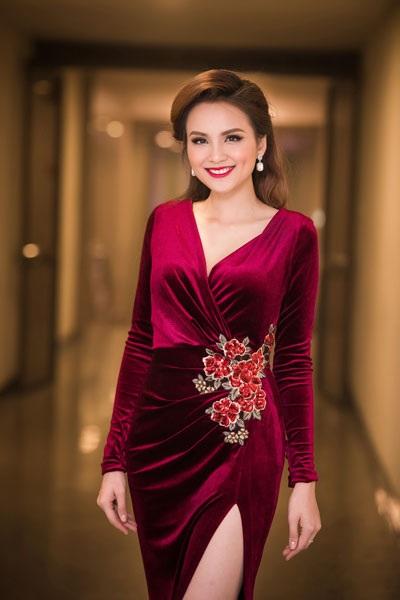 Hoa hậu Diễm Hương quyến rũ làm MC - 6