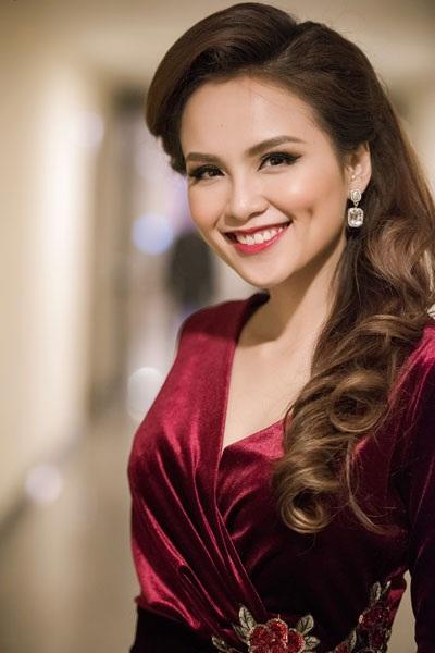 Hoa hậu Diễm Hương quyến rũ làm MC - 5