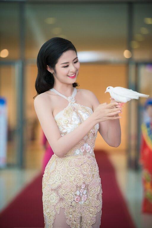 Ngọc Hân là một trong những Hoa hậu Việt Nam có phong cách sống giản dị trong cả lối sống, cách tận hưởng lẫn phong cách ăn mặc.