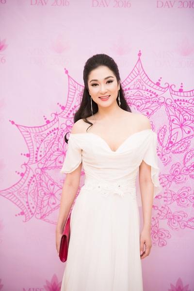 Thời gian qua, Nguyễn Thị Huyền ít xuất hiện trên các phương tiện truyền thông mà dành thời gian chăm sóc gia đình nhỏ.