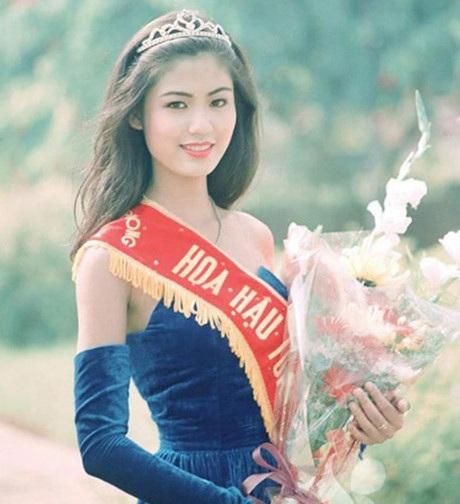 Thu Thủy sinh năm 1976 và đăng quang Hoa hậu Việt Nam 1994.