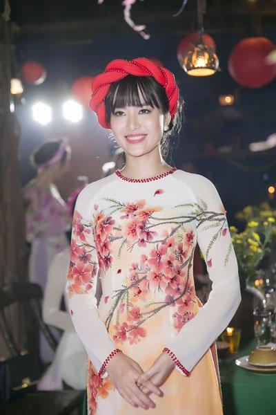 Không chỉ tham gia một số sự kiện nghệ thuật, hiện tại Hoa hậu Thu Thủy còn làm MC truyền hình.