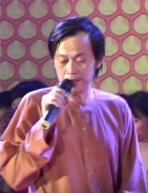 Danh hài Hoài Linh vẫn ở lại đến cuối chương trình dù sự cố đáng tiếc diễn ra tại sân khấu
