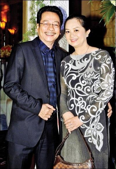 Nghệ sỹ Hoàng Dũng và vợ.
