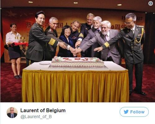 Hoàng tử Bỉ Laurent thứ 4 từ phải sang (Ảnh: Laurent of Belgium/Twitter)