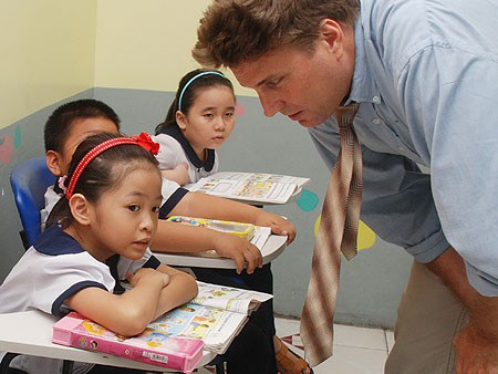 Đề án đặt mục tiêu đến năm 2020, hoàn thành việc ban hành chương trình và học liệu làm quen với ngoại ngữ cho trẻ mầm non.