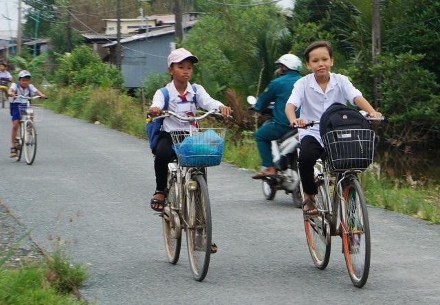 Học sinh xã Đất Mũi, huyện Ngọc Hiển, Cà Mau trong ngày 1/11.