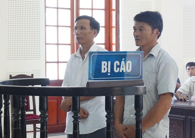 Bị cáo Nguyễn Duy Điều (bên trái) và Lê Văn Ánh tại phiên tòa phúc thẩm