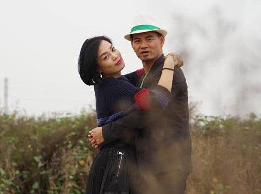 Hình ảnh vợ chồng Xuân Bắc dành cho nhau nhiều cử chỉ ngọt ngào thu hút sự quan tâm của khán giả.
