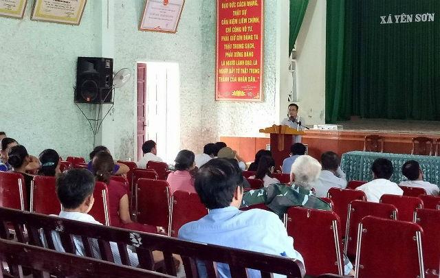 Các cơ quan có liên quan làm việc với người dân xã Yên Sơn (Đô Lương) về việc thu hồi một phần diện tích khu đất để triển khai dự án