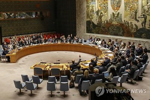 Các nhà ngoại giao tại Liên Hợp Quốc biểu quyết thông qua lệnh trừng phạt với Triều Tiên ngày 11/9/2017. (Ảnh: AFP)