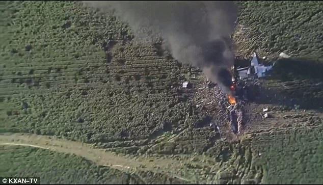 Máy bay đã rơi xuống một cánh đồng. (Ảnh: KXAN-TV)